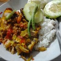 Photo taken at Spesial Sambal Bawang Mas Kobis by Lia n. on 12/14/2012