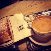 Photo taken at Café Hawelka by Dashk on 12/9/2012
