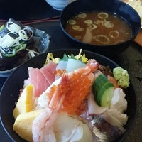 Photo taken at 回転さかなや鮨 魚忠 則武本通店 by まもる Y. on 2/7/2014