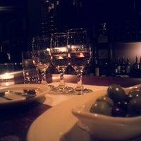 Foto scattata a Webster's Wine Bar da Kate H. il 5/13/2013