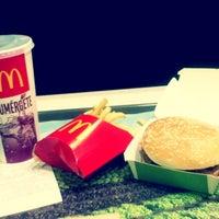 Foto tomada en McDonald's por Ricardo C. el 8/13/2013