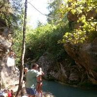 Foto scattata a Gizli Cennet Şelalesi da Yeliz A. il 7/28/2013