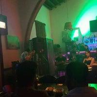 Das Foto wurde bei bellapais spots bar von Buket K. am 8/26/2016 aufgenommen