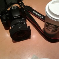 Foto tirada no(a) Starbucks por Michely S. em 7/27/2013