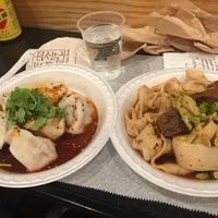7/26/2017 tarihinde J Crowleyziyaretçi tarafından Xi'an Famous Foods'de çekilen fotoğraf