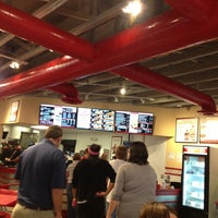 Foto tirada no(a) Freddy's Frozen Custard & Steakburgers por Natalie P. em 8/10/2013