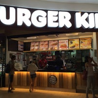 Photo taken at Burger King & Coffe Club by LuThFy M. on 9/13/2015