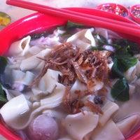 Photo taken at Kedai Kopi Sin Wan Pan Mee by Jason C. on 9/18/2013