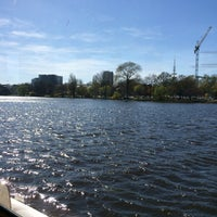 Photo taken at Alster-Rundfahrten by tsuyosson on 4/21/2015