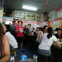 รูปภาพถ่ายที่ ร้าน ผัดไท ท่ายาง โดย Pa N. เมื่อ 9/17/2017