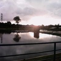 Photo taken at Parque Recreativo El Ameyal by Fernando on 10/2/2014