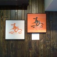 9/21/2012 tarihinde King C.ziyaretçi tarafından Xe Máy Sandwich Shop'de çekilen fotoğraf