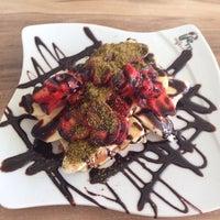 Photo taken at Lifeme Cafe & Food by Sevgi Y. on 6/18/2014