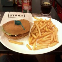 Photo taken at Eddie Fine Burgers by Jonatas S. on 8/20/2013