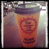 Photo taken at โรสกาแฟสด by Vichu_Puu on 8/15/2013