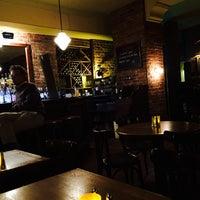 Das Foto wurde bei Julep's New York Bar & Restaurant von Andris Z. am 10/20/2014 aufgenommen