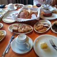 4/20/2014 tarihinde Francine L.ziyaretçi tarafından Café Colonial Walachay'de çekilen fotoğraf