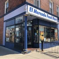 Foto scattata a El Mercado Food Mart da Lucille F. il 4/24/2018