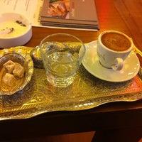 10/27/2013 tarihinde Ozgur G.ziyaretçi tarafından Robert's Coffee'de çekilen fotoğraf