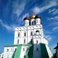 Снимок сделан в Псковский Кром (Кремль) / Pskov Krom (Kremlin) пользователем Artem A. 7/29/2013