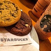 8/19/2013 tarihinde Lennon E.ziyaretçi tarafından Starbucks'de çekilen fotoğraf