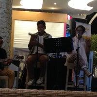 Photo taken at Black Canyon Coffee by Asela J. on 8/14/2014