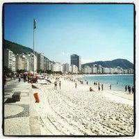 Foto tirada no(a) Praia de Copacabana por Yuri P. em 9/9/2013