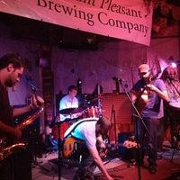 Foto tomada en Hunter's Ale House por Corey D. el 9/29/2013