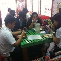 Photo taken at ร้าน กออ้อย ตามสั่ง by Moss B. on 7/30/2013