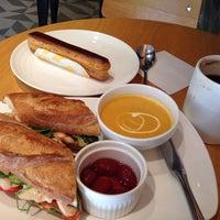 Photo prise au Sunflour Bakery & Café par Gordôn le11/18/2013