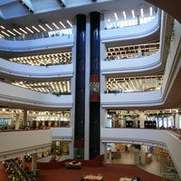 Photo taken at Toronto Public Library - Toronto Reference Library by Vinícius I. on 8/24/2013
