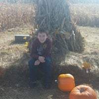 Photo taken at Sleepy Hollow Pumpkin Farm by Wendelina on 10/19/2014