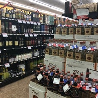Foto tirada no(a) Spec's Wine and Liquor Store por Efrem P. em 12/14/2017
