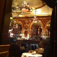 Foto tirada no(a) Grand Café des Négociants por Jumping Pugo em 9/17/2013