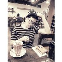 Снимок сделан в AM/PM Cafe пользователем Anantachai W. 4/10/2015