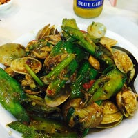 Photo taken at Ming Kee Seafood Restaurant 明記海鮮飯店 by Jsy on 6/15/2016