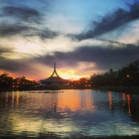 Das Foto wurde bei Suanluang Rama IX von กอล์ฟ เ. am 5/10/2013 aufgenommen