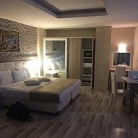 Photo taken at Nossa Suites Pera by VoLkAn Ö. on 2/12/2016