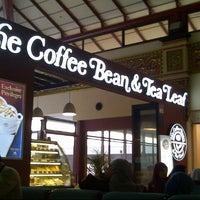 Photo taken at The Coffee Bean & Tea Leaf by Yuni F. on 7/31/2013