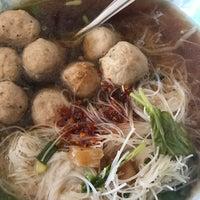 Photo taken at Yak Yai Noodle Soup by NOOK on 4/10/2017