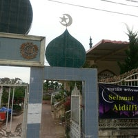 Photo taken at Fatah Islami Mosque by j e r e e on 9/23/2013