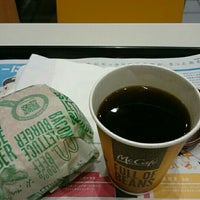 Photo taken at McDonald's by quarnz(カーンズ) on 5/9/2016