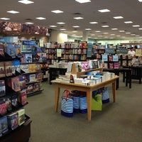 Foto tomada en Barnes & Noble por Paco A. el 9/8/2013