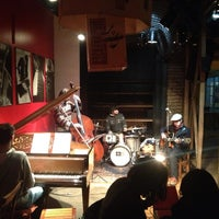 Photo taken at Thelonious, Lugar de Jazz by Marcos C. on 8/9/2013