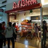 Photo taken at Red Ribbon by Dan Simon D. on 12/24/2014