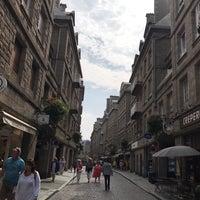 Photo taken at Intra-Muros – Centre de Saint-Malo by Giada on 8/29/2017
