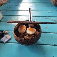 Photo taken at ก๋วยเตี๋ยวเรือเป่าปากชามกะลา by Khajonphon C. on 6/4/2014