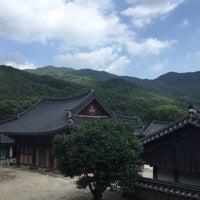 Photo taken at 천은사 (泉隱寺) by Seonil H. on 6/12/2018