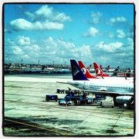 7/16/2013 tarihinde Sashaziyaretçi tarafından İstanbul Atatürk Havalimanı (IST)'de çekilen fotoğraf