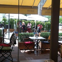 6/4/2014 tarihinde Muratziyaretçi tarafından Downtown Food Club'de çekilen fotoğraf